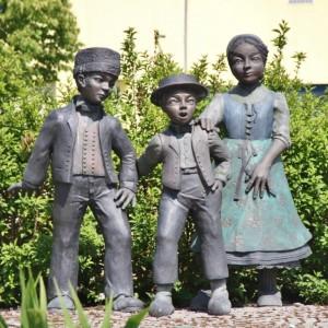 ALSACE statues personnages Hansi à Sausheim